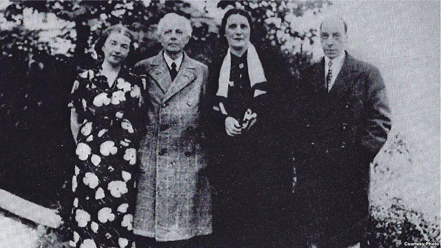 Familiile Bartok și Constantin Brăiloiu în grădica locuinței din Budapesta a compozitorului, 1937